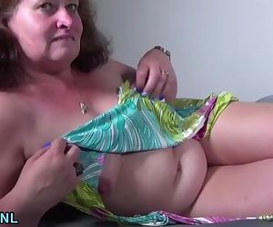Amateur mature lady squirting and..