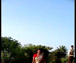 desi village bhabhi saree lift..