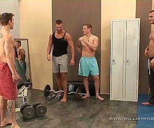 5 muscle guys fuck fest in..