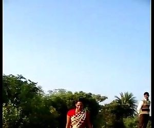 desi village bhabhi saree lift..