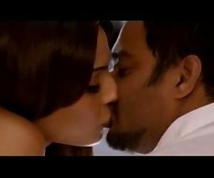 Bipasha Basu hot kissing scenes -..
