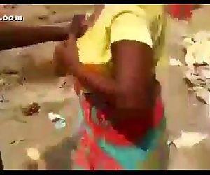 desi worker aunty abusing - 3 min