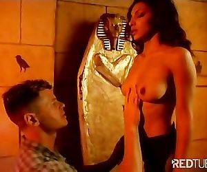 Arabian Girl hunts for Big Western Cock in Pyramids hates..