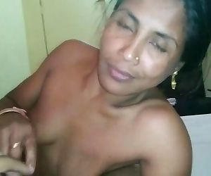 Indian wife has oral and cowgirl reverse sex