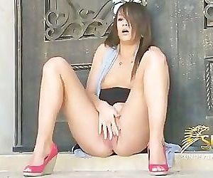 Teen Kristin Masturbates outside til she cums