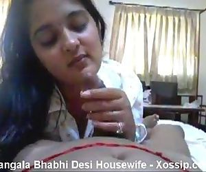 Desi aunty sucking neighbour - 1 min 38 sec