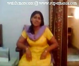 Indian punjabi aunty showing boobs to young lover - 1 min..