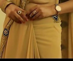 HOT GIRL SAREE WEARING and Showing her NAVEL and BACK 5..
