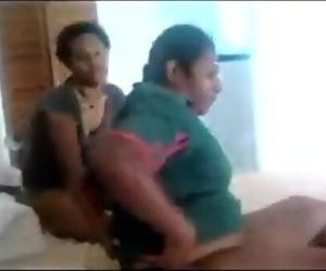 India village lesbiene 2 min