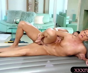 MILF gives massage and gets screwed hard 6 min 720p