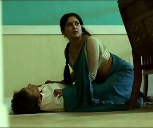 Desi Aunty from Savdhaan India Hot in Saree..