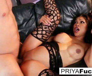 Indian MILF Priya makes her cumback with her 1st onscreen..