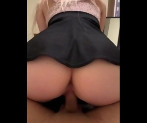 BLONDE TWERKING ON DICK