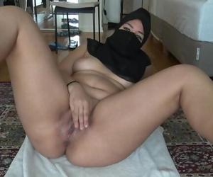 Syrian Girl Masturbates