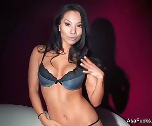 Amazing Asa Akira DPs herself..