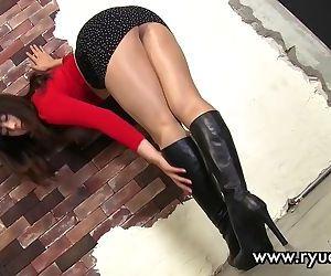Sexy long legs..