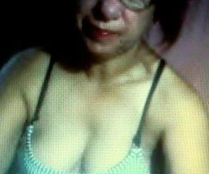 matured pinay MILF palying on cam..