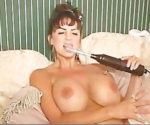 Summer Cummings Shocks Her Pussy