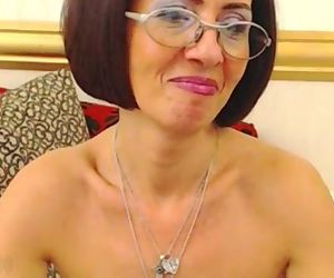 mature lady Milou spreading holes on webcam