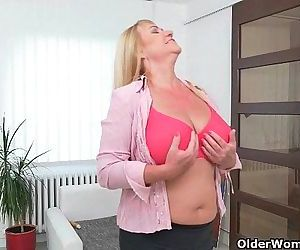 European gilf Pem strips off and dildos her old pussyHD