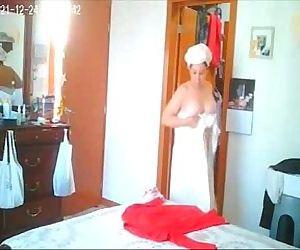 Finally i taped my mom fully nude. Hidden cam - 1 min 13 sec