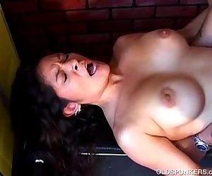 Super sexy latina MILF enjoys a sticky facial cumshot