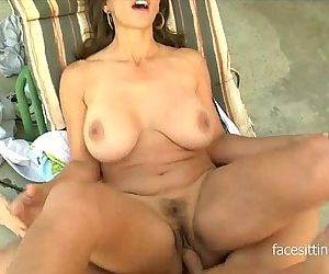 Young dude loves making his older babes pussy squirt