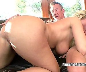 Mature slut Devon Lee gets her sweet twat filledHD