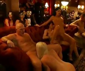 XY REAL AMATEUR ORGY AT SWINGER CLUB HD