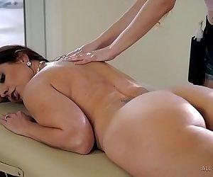 Stepdaughter does special massage on her MomSamantha Hayes, Mindi MinkHD