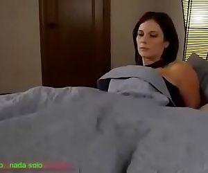 Compartiendo la cama con madrasta (Sub español) 16 min