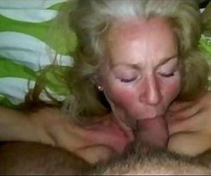 Sexdatingmilfs.net Hot sucking MILF amazing! - 7 min