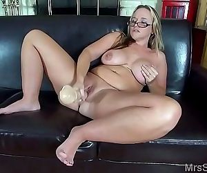Sexy MILF Squirting with Big Toys 88 sec 720p