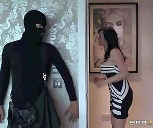Jasmine James Fuck With a Thief - 1 min 43 sec