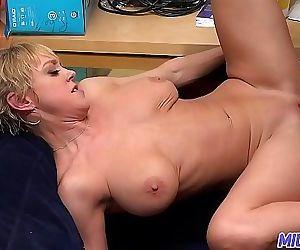 MILFTRIP Big Tit Mom Dee Williams Wet Pussy Pounded 10 min 1080p