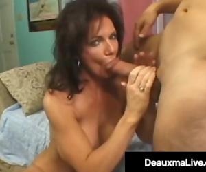 Texas Cougar Deauxma Shoots Her Girl Cum While Fucking!