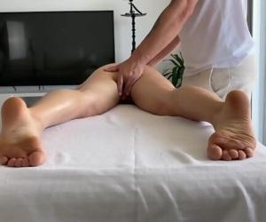 Massage therapist hard fucking unexpecting client