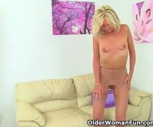 UK MILF Ellen Lets her Fingers Graze her Swollen Labia