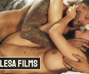 Free Premium Video Cherie Deville tries Swapping