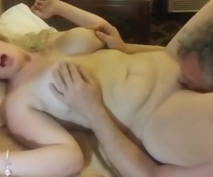 Mature MILF having a Real Orgasm thanks to her Neighbor
