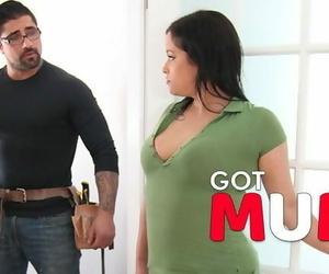 Got Mum - she Cheat with the SEXY Repairmen!