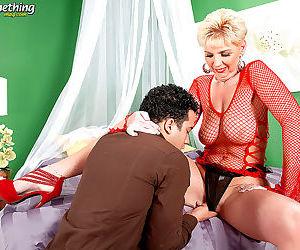 Hot older woman taylor lynn sucking cock - part 13