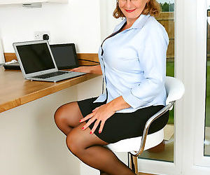 Camilla horny busty secretary - part 2232