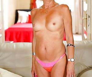 Hot blonde granny diane gets her bald pussy eaten out by..