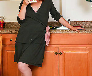 31 year old amber k gets herself hot in the kitchen - part..