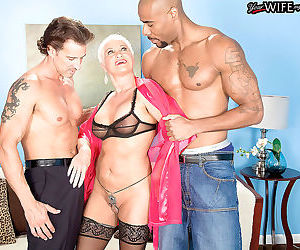 Mature trinity powers goes wild by fucking in anal..