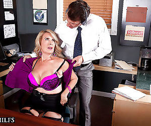 Mature bitch laura layne deepthroats cock and cheating in..