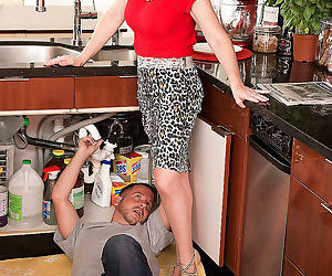 Kimber the plumber and her cuckold hubby - part 611