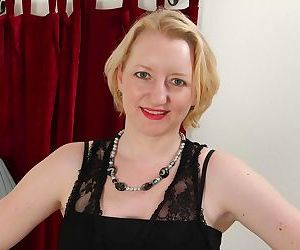 Golden haired milf enjoys in revealing her big booty -..