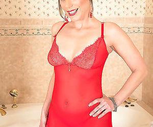Milf brandi minx toying her anus in the bathtub - part 2766